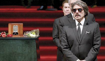 Diego Verdaguer honra al cantatuor fallecido.