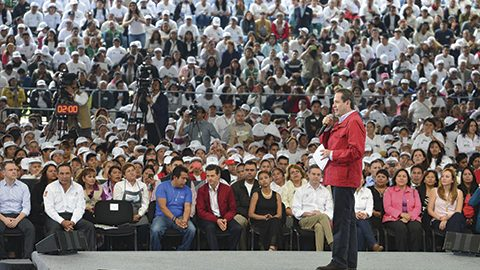 El gobernador Eruviel Ávila acompañó al Enrique Peña Nieto en la entrega del Certificado Un Millón y Medio, del Programa Especial de Certificación del INEA.