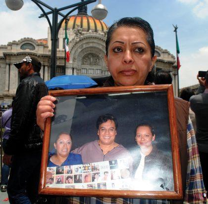 Sara Carrillo tuvo la oportunidad de fotografiarse con Juan Gabriel, un 10 de mayo.