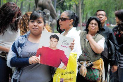 De varias partes de la República Mexicana, los fans de Juan Gabriel viajaron a la Ciudad de México para darle el último adiós.