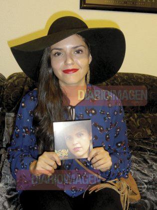 Carla Riojas tiene influencias en el pop y la música electrónica, además de reconocer a los grandes compositores y cantantes de habla hispana, como José José, Camilo Sesto y Juan Gabriel. (Foto: Asael Grande)