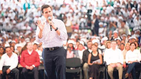 Enrique Peña Nieto entregó en Edomex el certificado un millón y medio del Programa Especial de Certificación del INEA.