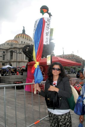 Otro caso fue el de Eliana Jordan, de Bogotá, que por increíble que parezca tomó un vuelo desde su natal Colombia a México desde que se enteró de la muerte del Divo de Juárez.