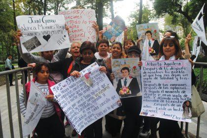 """""""Que viva Juan Gabriel, que viva Parácuaro, que viva México"""", gritaron sus fans que llegaron desde Michoacán."""