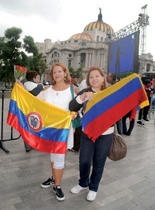"""""""Juan Gabriel, de parte del pueblo de Colombia, venimos a decirte que te amamos y jamás vamos a olvidarte, ni a ti ni a tus canciones, de nuestra cuenta corre que en Colombia las nuevas generaciones van a saber de ti"""", expresaron sus fans colombianas."""