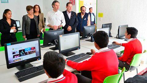 Eruviel Ávila Villegas, acompañado por el titular de la SEP, Aurelio Nuño Mayer, entregó 9 bibliotecas digitales más en Edomex.