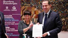 El gobernador Eruviel Ávila Villegas recibió un reconocimiento por parte de la Fundación Bloomberg por su política antitabaco.