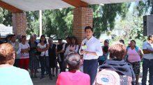 El alcalde, Jorge Adán Barrón Elizalde, entregó cinco toneladas de cemento para mejorar el panteón de San Mateo Cuautepec.