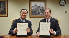 El rector de la UAEM, Jorge Olvera, firmó un Memorándum de Entendimiento con el rector y vicepresidente de Asuntos Académicos de la Universidad del Estado de Texas, Gene Bourgeois.