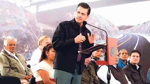 Enrique Peña Nieto inauguró la autopista Cuitzeo-Pátzcuaro Macrolibramiento de Morelia.