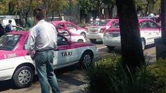 Agrupaciones de taxistas realizarán un paro nacional contra el servicio de Uber y Cabify.