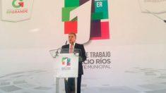 José Manzur Quiroga acudió con la representación del gobernador Eruviel Ávila, al primer informe de gobierno del alcalde de Ecatepec.